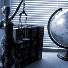 ¿Quieres dejar tus asuntos legales al azar o en manos profesionales?