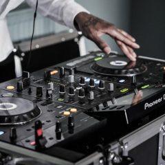 Ahórrate un problema: ambienta tu próximo evento con equipos de sonido de alquiler